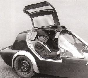 Gullwing prototype with Jem Marsh & Frank Costin MR